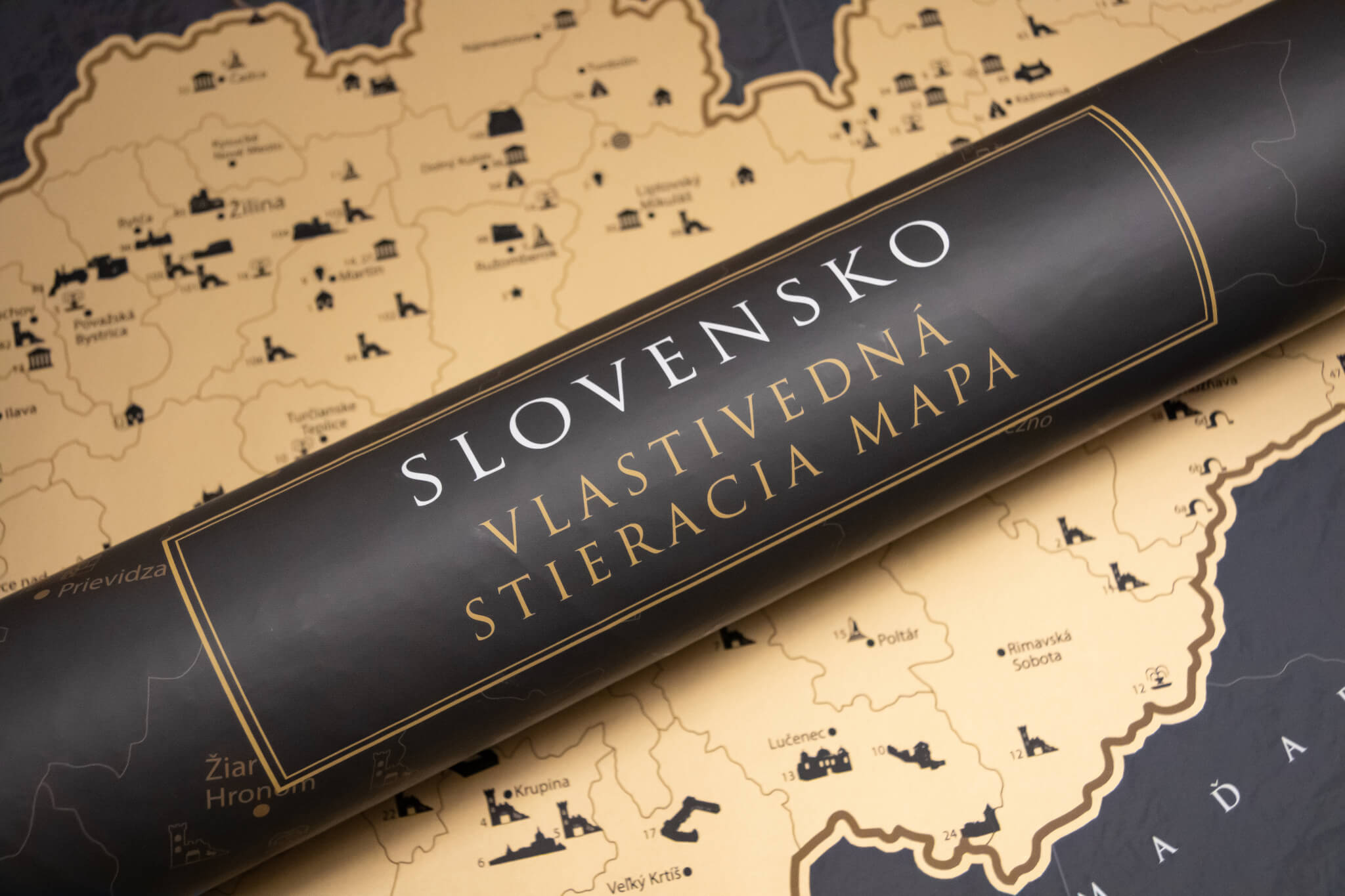 Carte de la Slovaquie à gratter - tube d'emballage et carte