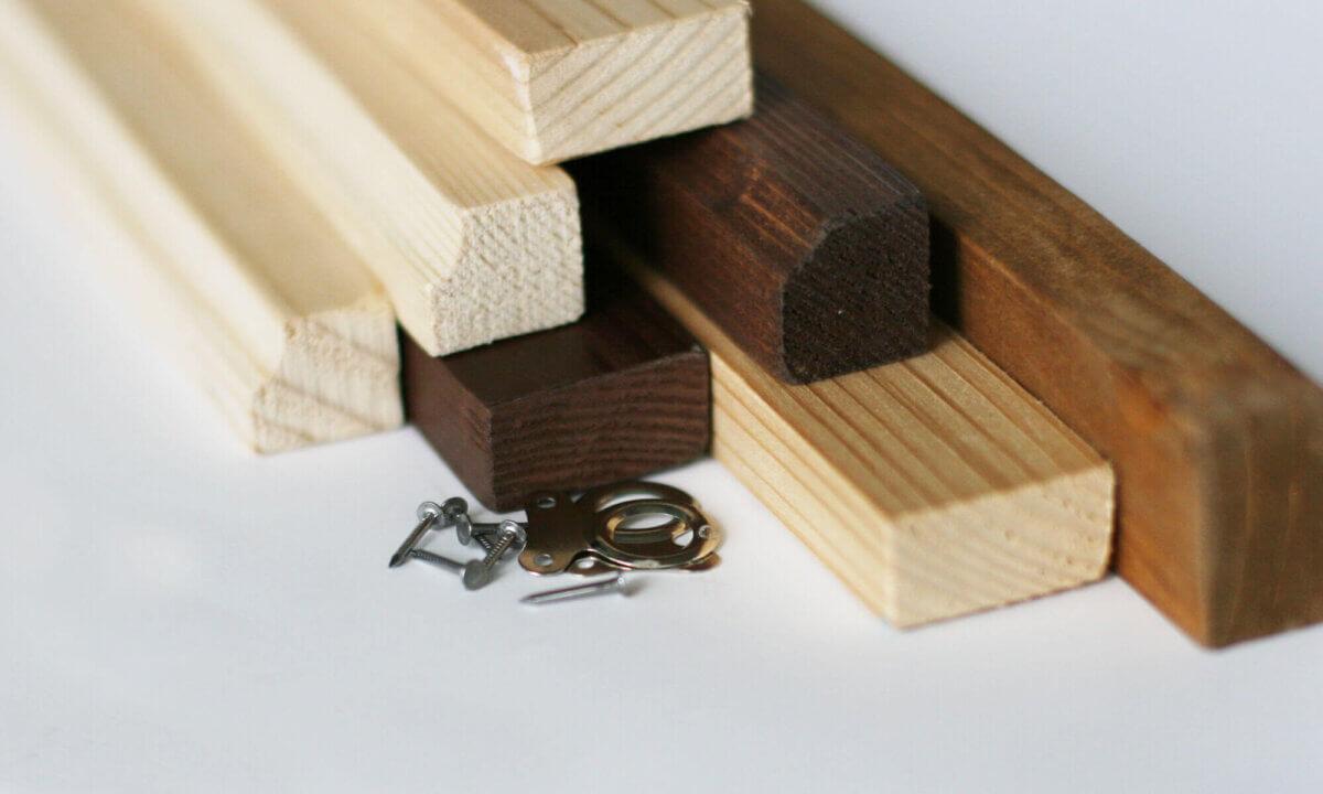 Barres murales en bois pour cartes A1